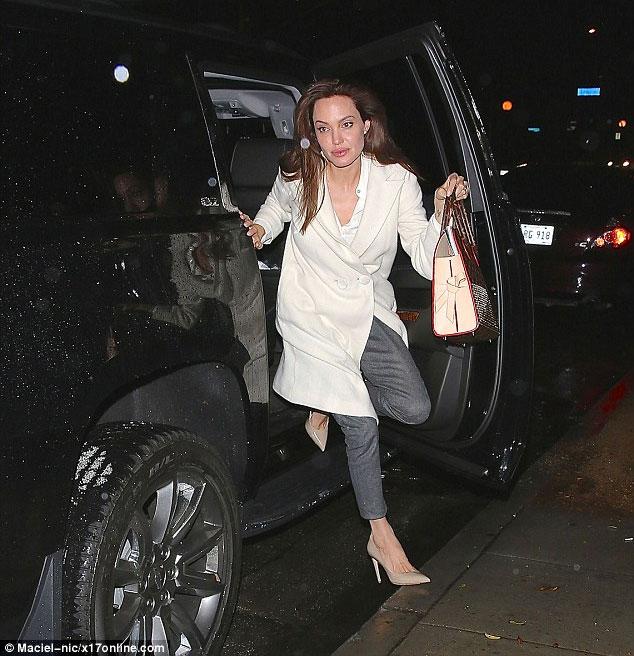Angelina-Jolie-involved-in-car-crash