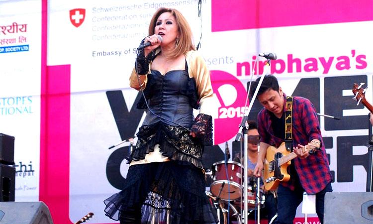 women in concert