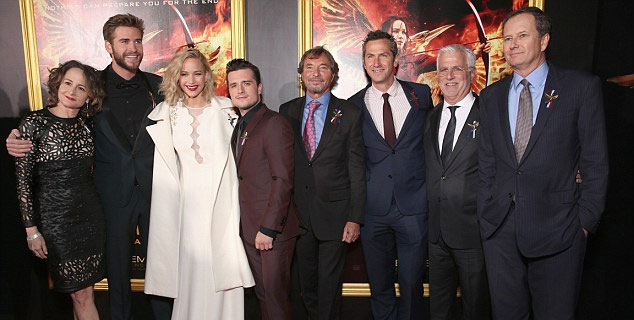 The Hunger Games stars pays tribute to Paris attack victims