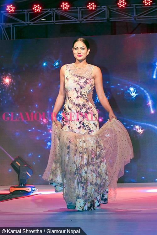 anu-shah-de-celebrity-runway